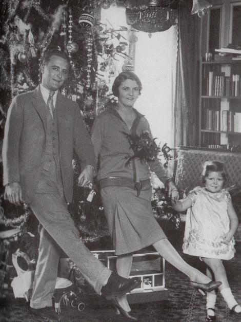fitzgerald Pictured here with Zelda and their daughter, Frances.