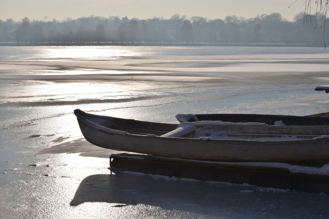 Barci iarna herastrau - Boats in winter frozen lake