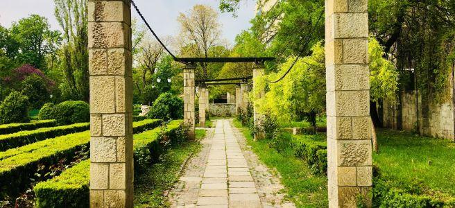path under pillars in park